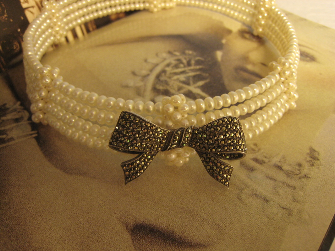 Estate Jewelry Nashville Franklin TN L1219 Estate Natural Freshwater Pearl Choker With Sterling And Marcasite Bow.$125.00