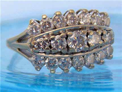 LP181, Sparkling Estate 14k White Gold Oval Diamond Cluster Ring. Lots of Bling! Size 6.75. $995