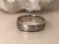 Estate Jewelry Franklin TN L2067. Distinctively Masculine This Men's 14K White Gold Band Can Be Yours. Size 10. $550.00