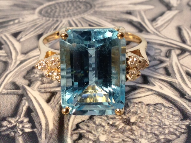 L1422 Estate 14k 10.50 TCW (Approximately) Blue Topaz With 3 Diamonds On Each Side. Yellow Gold and Size 5.5. $795.