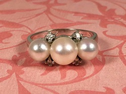 Estate Jewelry Nashville Franklin TN LP2144. Stunning Vintage 14K Diamond And Pearl Ring. Size 6 1/2