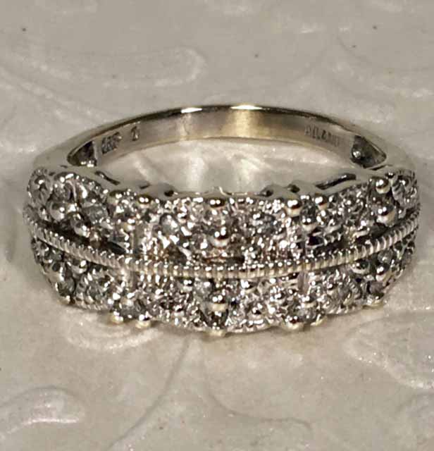 LP2006. Lovely Estate 14K White Gold Diamond Wedding Band. Size 7 3/4. $550.00
